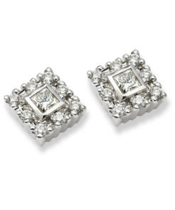 18k white golden earrings with a combination of brilliant and princess cut diamonds.