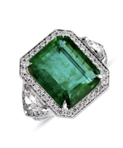 Emerald halo diamanten ring met triangles