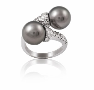[en:]Tahiti pearl ring with diamonds[/en][nl:]Tahiti parel ring met diamanten[/nl]