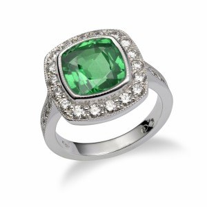 [en:] Emerald halo diamond ring[/en][nl:]Emerald halo diamanten ring[/nl]