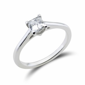 [en:]Classic princess cut engagement ring[/en][nl:]Diamanten princess solitaire verlovingsring[/nl]