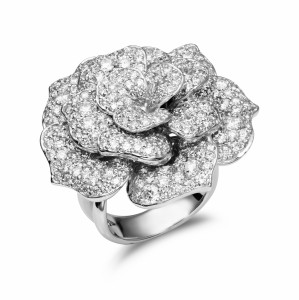 [en:]Diamond pavé flower ring[/en][nl:]Bloemvormige diamant ring[/nl]