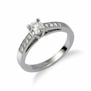 [en:]Pavé diamond engagement ring[/en][nl:]Pavé diamanten verlovingsring[/nl]